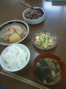 サンネット1月19日の昼食(肉じゃが、マカロニサラダ)